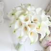 La mariée est titulaire d'une main de fille de fleur de fleur simulation calla fleur bouquet