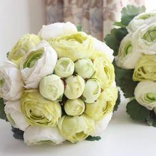 Les feuilles sont vert mariage tenant fleurs fleurs tenue demoiselle d'honneur
