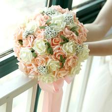 bouquet de fleur 30 de mariée, tenue de mariage de demoiselle d'honneur champagne fleur rose