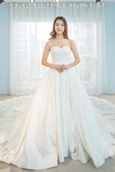 Robe de mariée Dos nu Poire Traîne Royal Satin A-ligne Col en Cœur